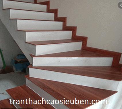 có nên ốp cầu thang bằng gạch không