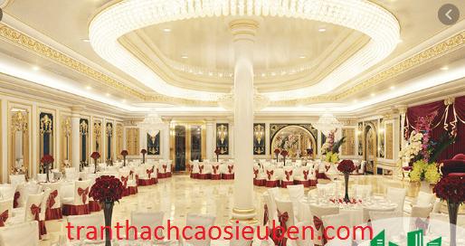 Mẫu trần thạch cao dạng cổ điển cho nhà hàng tiệc cưới
