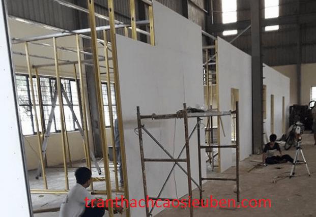 Thi công vách thạch cao cho nhà xưởng công ty 1