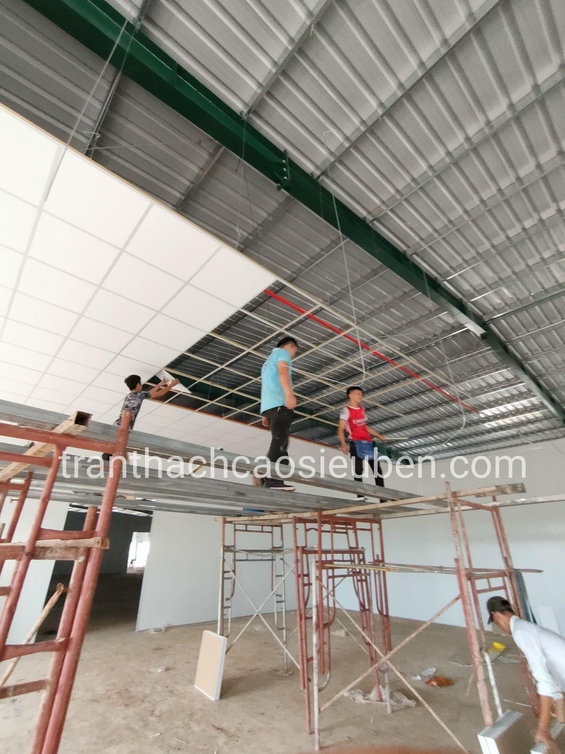 Nhà mái tôn có nên làm trần thạch cao không 2